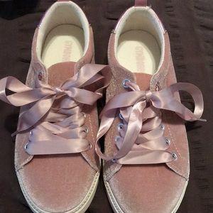 Girls pink velvet shoes